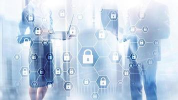 sicurezza informatica, riservatezza delle informazioni, protezione dei dati, difesa da virus e spyware. foto
