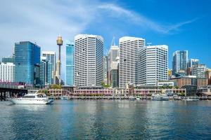 skyline di sydney al porto di darling in australia foto