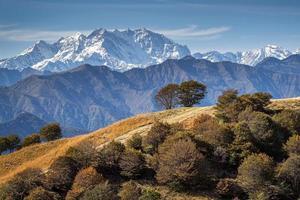 La catena montuosa del massiccio del monte rosa, nord italia foto
