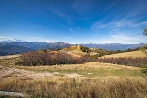 vista della catena montuosa dell'italia e della svizzera foto