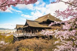 tempio kiyomizu dera a kyoto in giappone foto