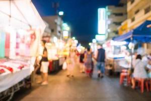 sfocatura astratta e mercato locale notturno sfocato foto