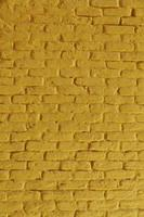 muro di mattoni arancione foto
