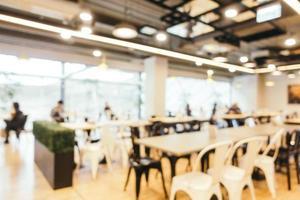 sfocatura astratta e centro food court sfocato del grande magazzino foto