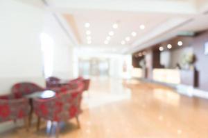sfocatura astratta degli interni dell'hotel e della hall foto