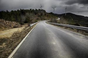 strada con tempesta foto
