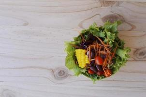insalata di verdure fresche per gli sfondi di cibo sopra foto