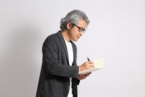 uomo asiatico isolato foto