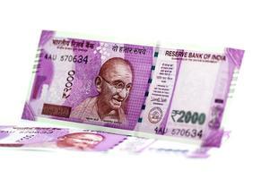 nuova valuta indiana di rs.2000 isolato su sfondo bianco. pubblicato il 9 novembre 2016. foto