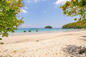 sfondo spiaggia estiva tropicale vuota foto