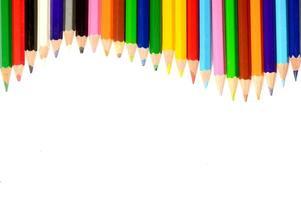 matite colorate isolati su sfondo bianco da vicino foto