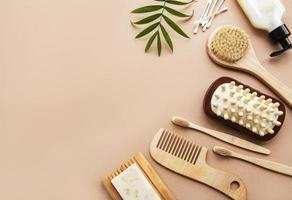 zero rifiuti cosmetici naturali prodotti su sfondo marrone. foto