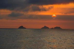 tramonto sulla spiaggia di ipanema foto