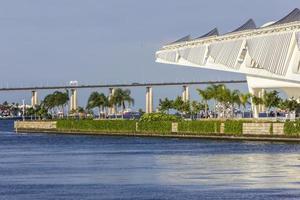 vista del museo di domani a rio de janeiro foto