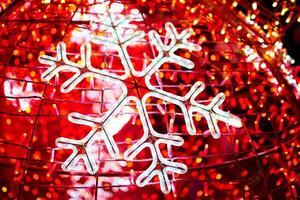 ghirlanda luminosa a forma di fiocco di neve. foto