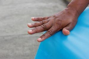 dettagli della mano di una persona antica foto