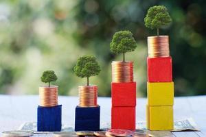 risparmio di denaro e concetto di crescita aziendale, concetto di finanza e investimento foto