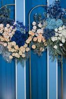 sfondo del fiore del matrimonio, sfondo colorato, rosa fresca, mazzo di fiori foto