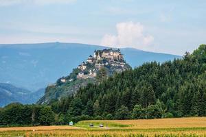 Castello di Hochosterwitz e campi intorno, Austria, Europa - image foto