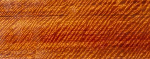 il legno naturale ha strisce di tigre o venature a strisce ricci curl foto