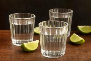 il delizioso assortimento di bevande alcoliche mezcal foto