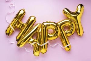 la composizione di palloncini con lettere felici foto