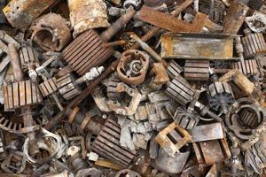 assortimento di oggetti sporchi scaricati foto