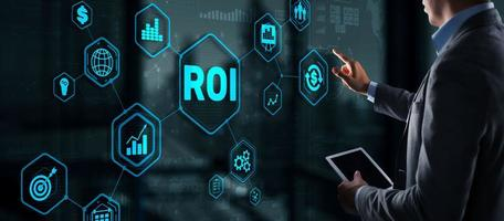 ROI ritorno sul concetto di finanza di analisi della tecnologia aziendale di investimento. foto