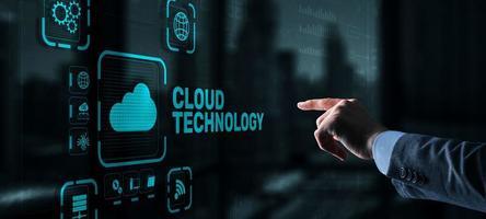 tecnologia cloud. concetto di rete e servizio Internet foto