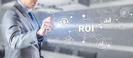 ROI ritorno sull'investimento business tecnologia analisi concetto finanziario foto