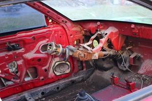 vecchia auto smontata. rottame dall'auto. foto