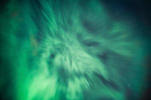 aurora boreale, aurora boreale coperta nel cielo notturno sul circolo polare artico foto
