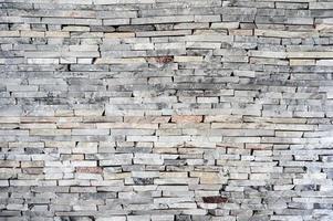 muro di mattoni di pietra di granito impilato orizzontale foto