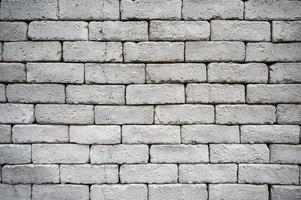 muro di mattoni grigi stagionati per trama e sfondo foto