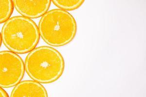 composizione del modello di frutta arancione. sfondo di cibo sano estivo. foto