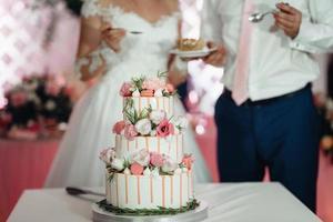 torta nuziale al matrimonio degli sposi foto