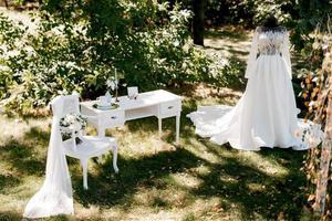 perfetto abito da sposa bianco il giorno del matrimonio foto