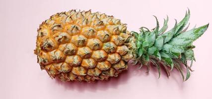 primo piano di ananas di colore arancione gustoso e sano foto