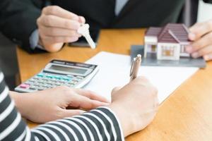 le banche approvano prestiti per comprare case foto