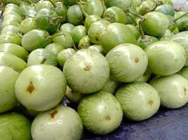 brodo di melanzana di colore verde gustoso e salutare foto