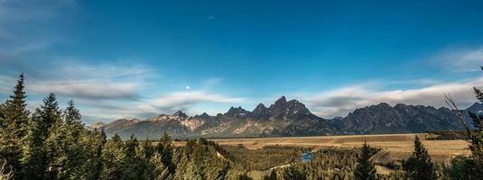 vista panoramica delle montagne del Grand Teton foto