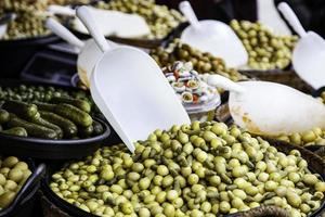 olive in un mercato foto