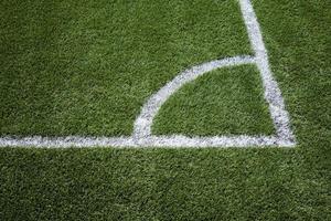 angolo dipinto su un campo di calcio foto