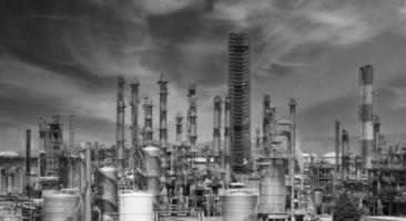 fabbrica di impianti petrolchimici di raffineria di petrolio a osaka, in giappone foto