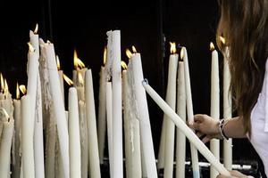 fuoco di candele accese foto