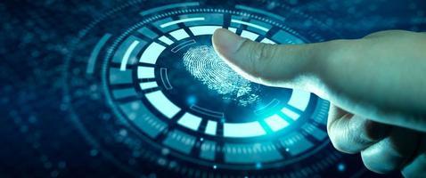l'uomo d'affari che utilizza la tecnologia di scansione delle impronte digitali fornisce un accesso di sicurezza foto