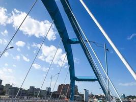 bellissimo ponte ad arco nella città di sokcho, corea del sud? foto