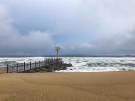 tifone in Corea del Sud sulla spiaggia della città di Gangneung foto