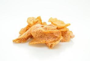 taro chips isolati su sfondo bianco white foto