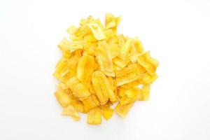 chips di banana su sfondo bianco foto